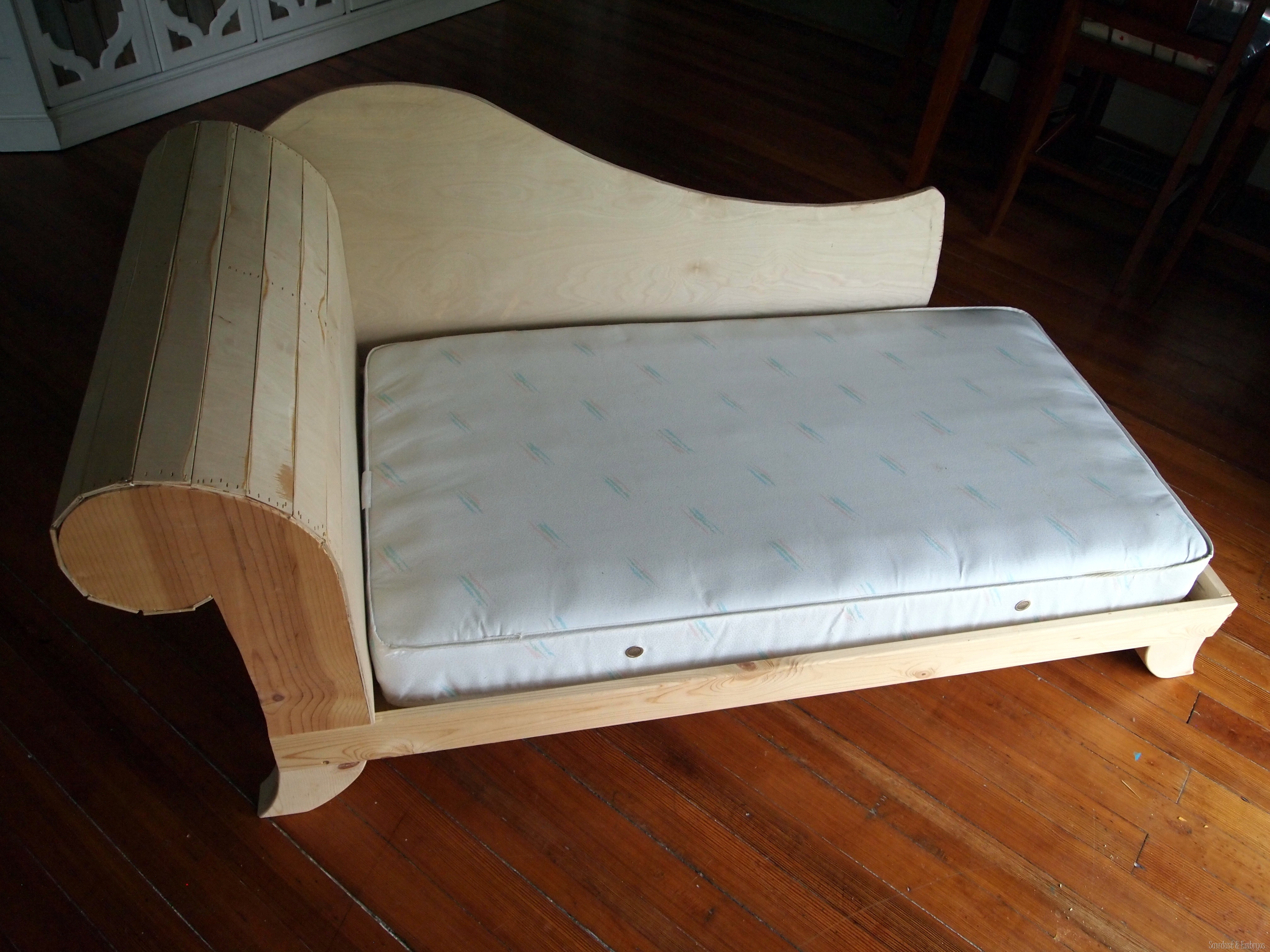 DIY Toddler Bed / Fainting Couch {Part 2} - Reality Daydream