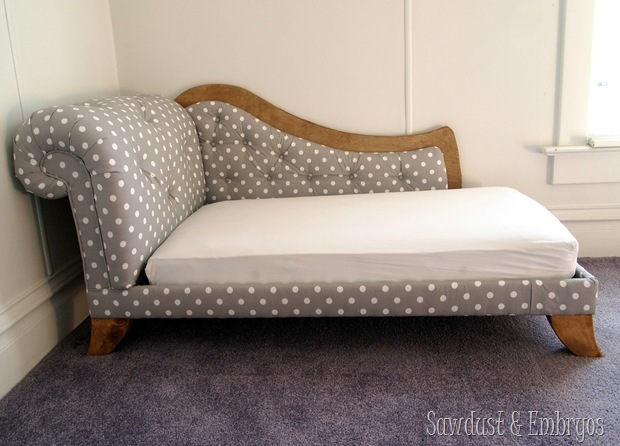 DIY Toddler Bed Fainting Couch Tutorial {by Sawdust and Embryos}