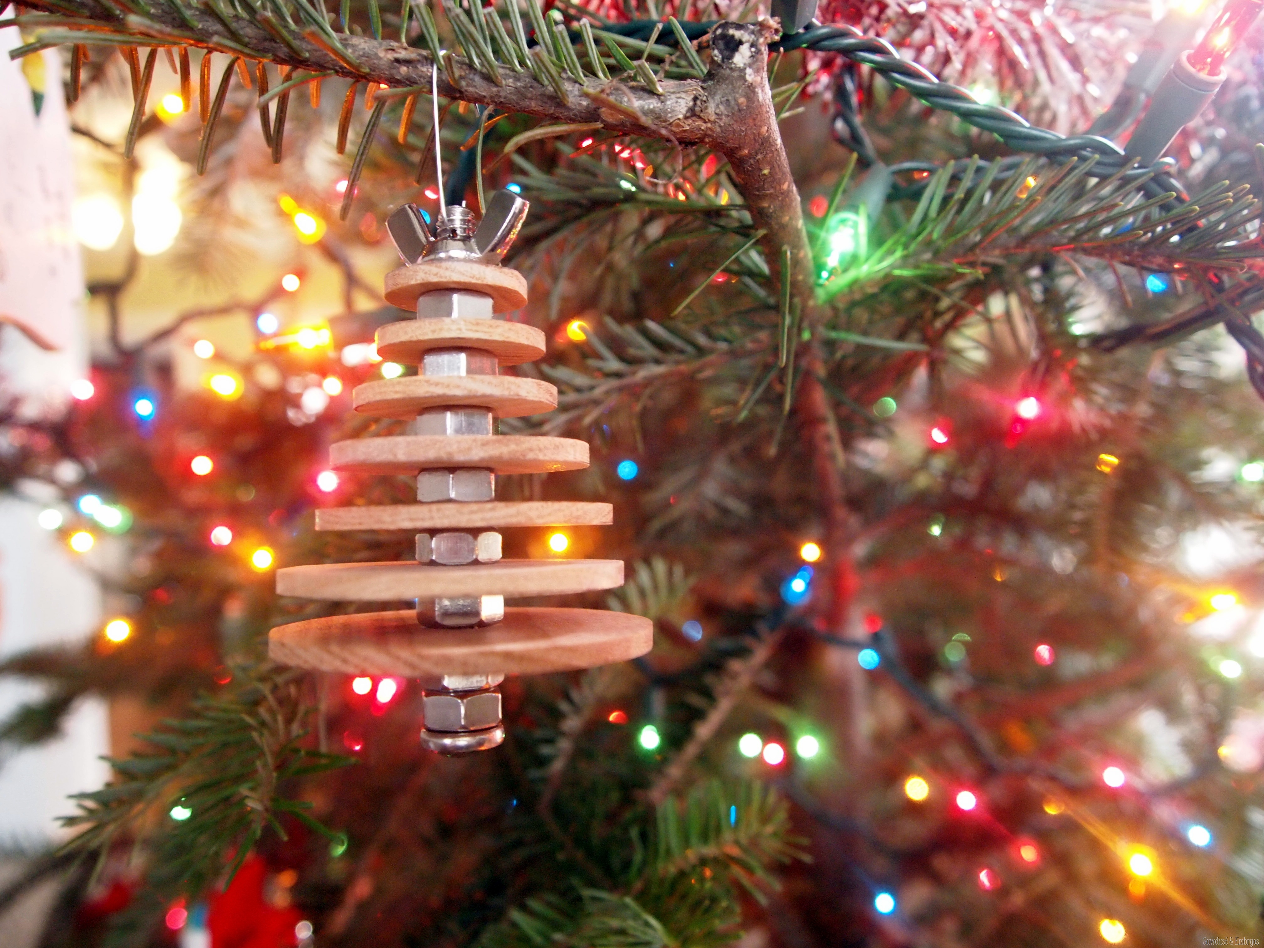Yearly christmas ornaments - Diy Industrial Christmas Tree Ornament Using Basic Hardware And Wooden Discs