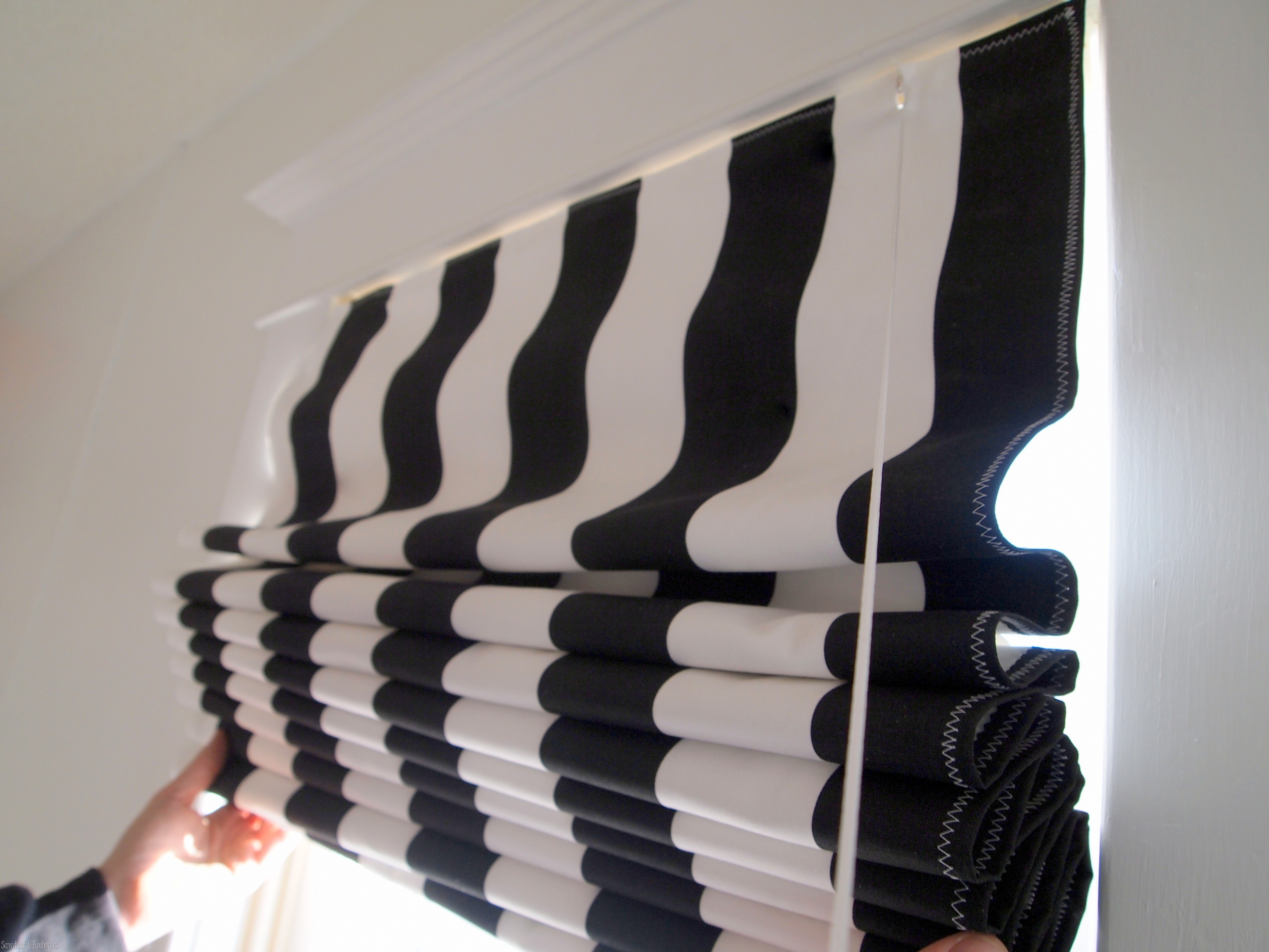 How to make Roman Shades using Mini-Blinds - Reality Daydream