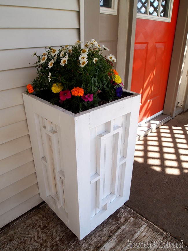 DIY Planter Boxes with Custom Geometric Trim! {Sawdust and Embryos}