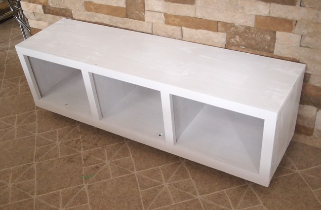 Custom rolling mudroom bench with cubbies! {Sawdust and Embryos}