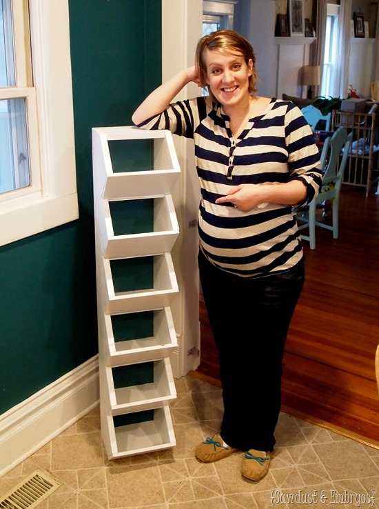 Easy-to-build cubbies for the mudroom... to keep all those hats and mittens organized! {Sawdust and Embryos}