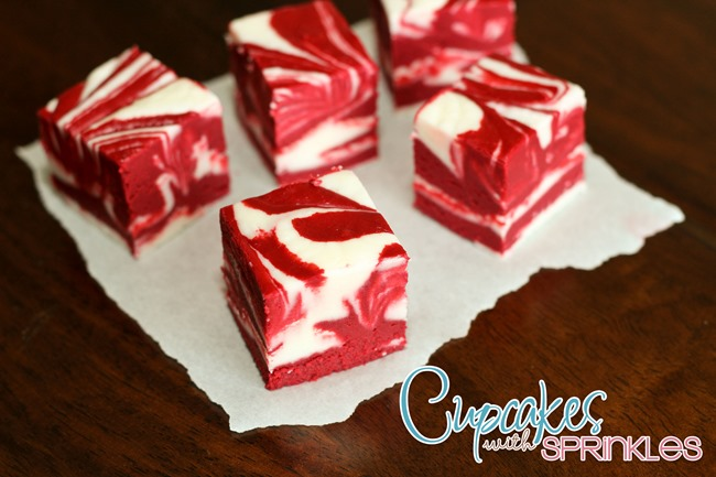 Simple and DELICIOUS Red Velvet Fudge! {Cupcakes with Sprinkles}