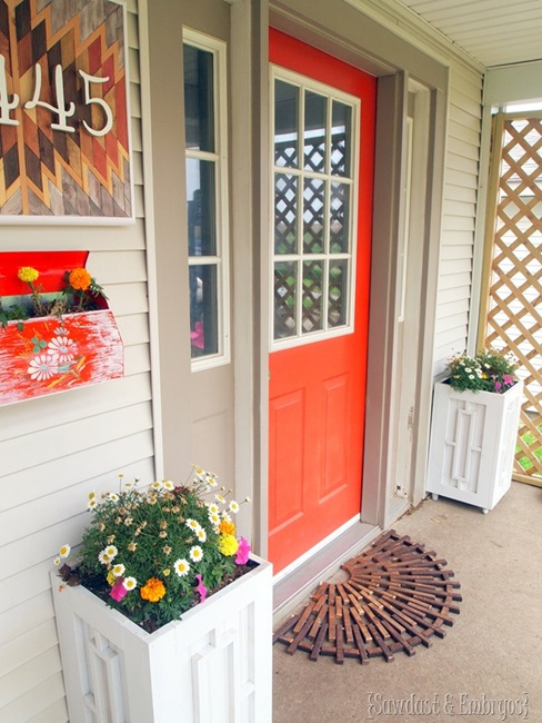 Bright and inviting front porch area! {Sawdust and Embryos}