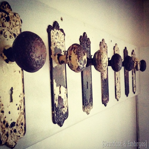 Old doornobs as coat rack!