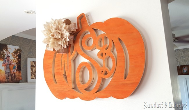 Make your own custom monogram wreath! {Sawdust and Embryos}