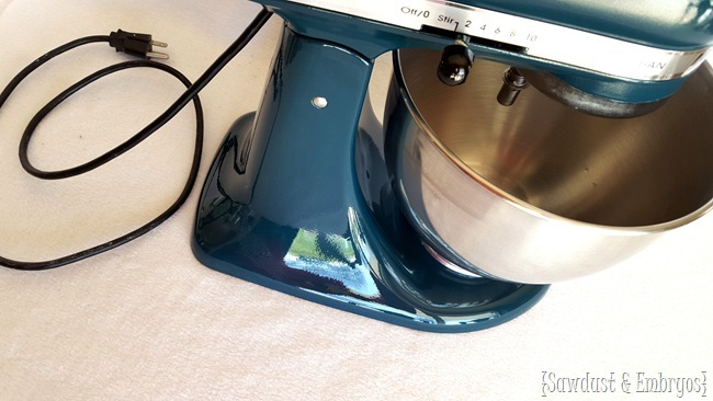 Tutorial on PAINTING your Kitchen Aid Mixer... and having it look professional! {Sawdust and Embryos}
