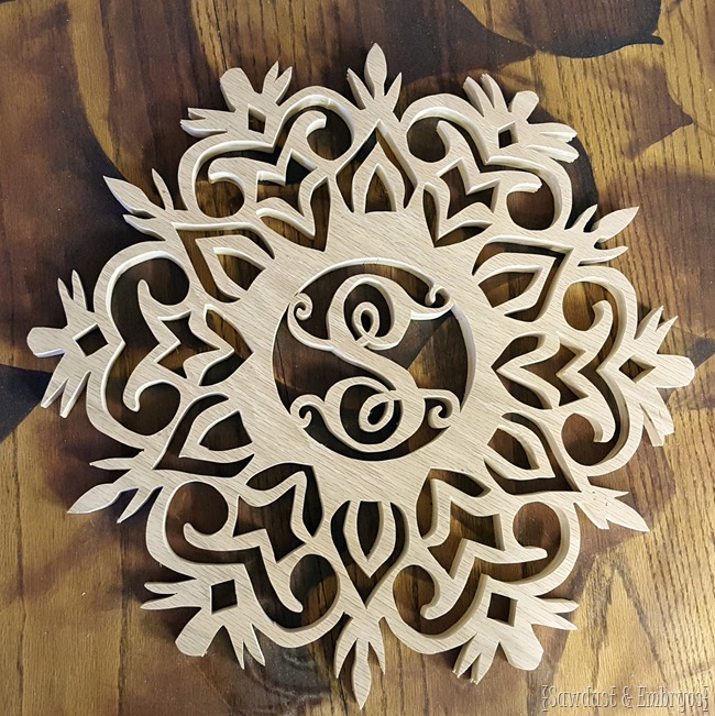 DIY Monogram snowflake wreath... cut out of wood with a scroll saw! {Sawdust and Embryos}