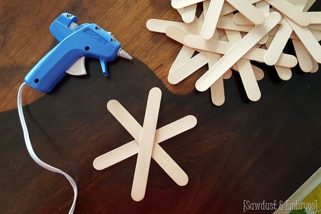 Popsicle stick snowflake craft for the littles! {Sawdust and Embryos}