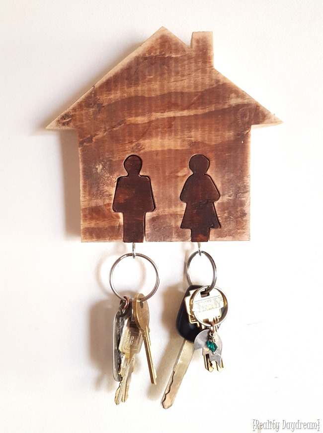 His-hers wall mounted Key Chain Rack... using a scroll saw!! {Reality Daydream}