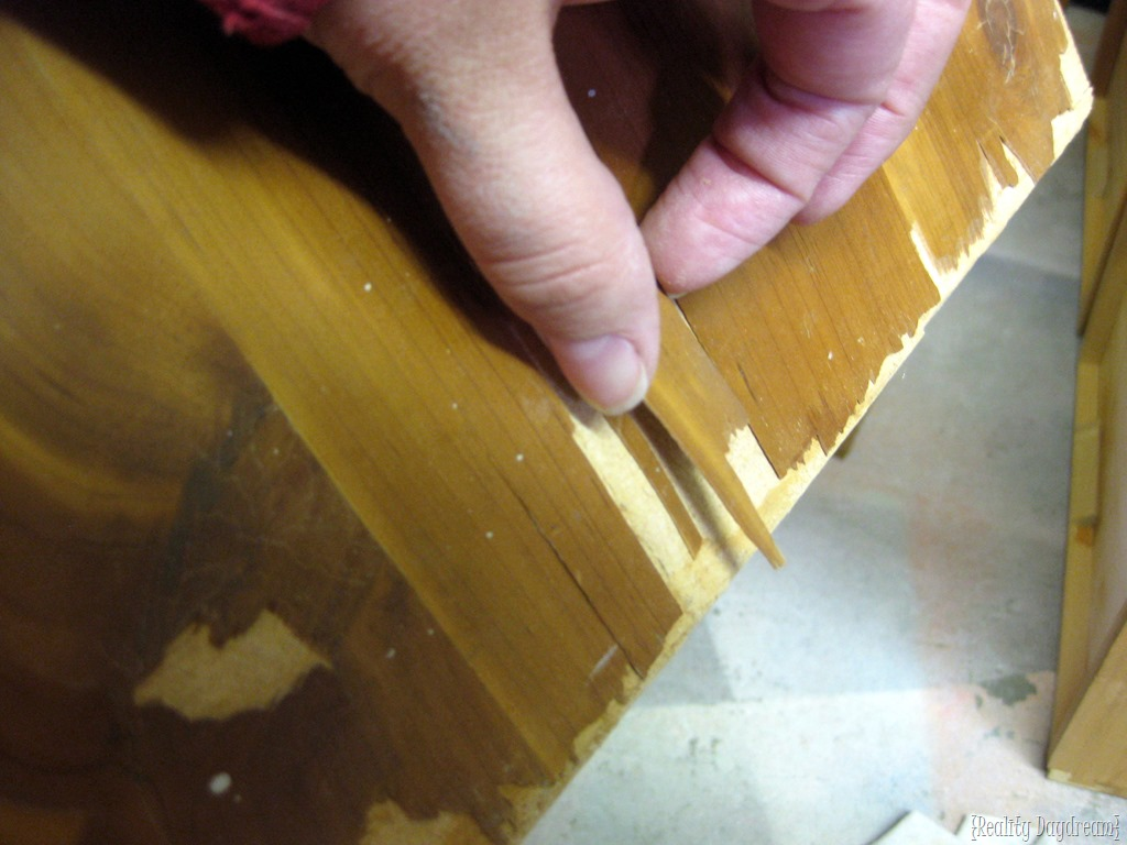 Learn about the difference between veneer and laminate furniture    and how  to paint. The difference between laminate and wood veneer furniture
