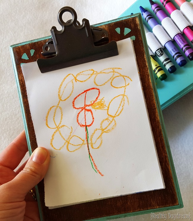DIY Kids portable coloring tablet... with a place for crayons and paper! {Reality Daydream}