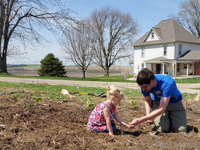 Teaching the littles about planting a garden {Reality Daydream} (2)