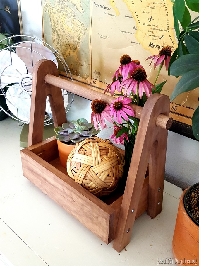DIY Wooden Caddy Tote Tutorial... with Free Building Plans {Reality Daydream} #storage #organization.jpg