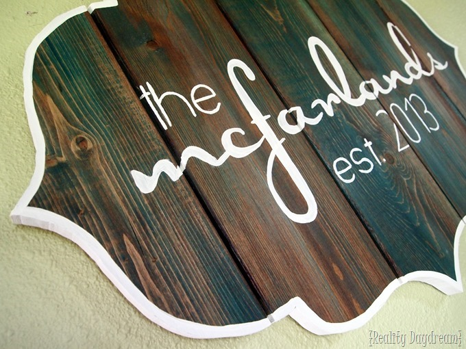 DIY Bracket-shaped Sign Tutorial {Reality Daydream}