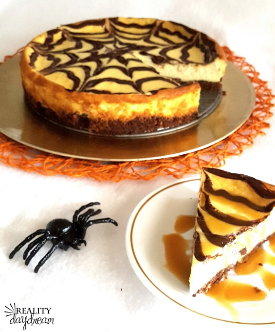 Spooky Spiderweb Cheesecake - perfect for a Hallowween Dessert! {Reality Daydream}