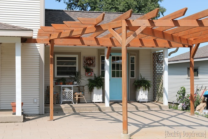 Tips and tricks for staining and sealing your pergola or deck! {Reality Daydream}
