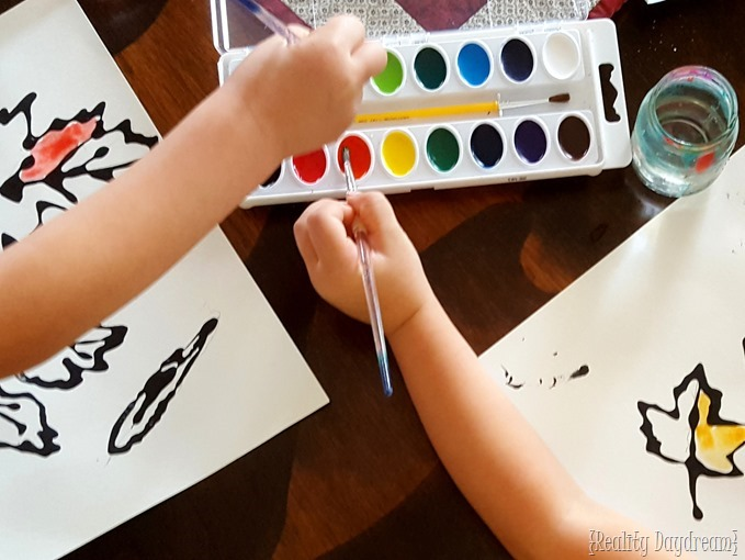 Watercolor kids craft... using fallen leaves from nature as inspiration! {Reality Daydream}