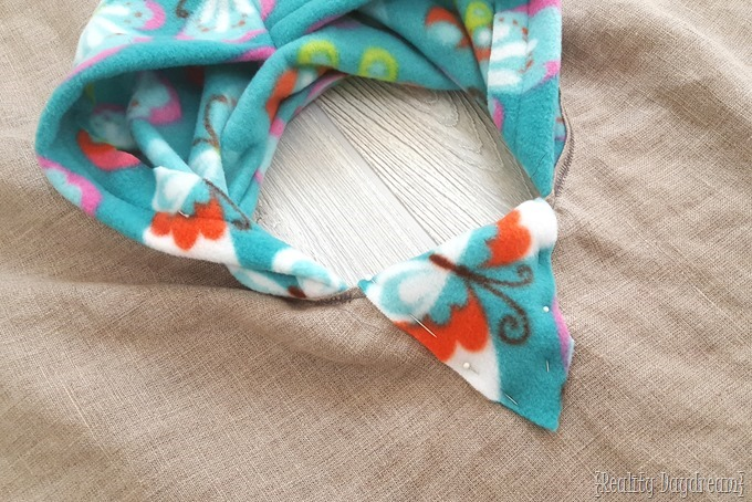 DIY Hooded fleece poncho for toddlers {Reality Daydream}