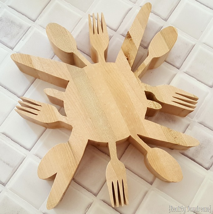 Tutorial for making this wooden 'utensil' trivet... with a scroll saw! {Reality Daydream}