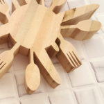 wooden-silverware-trivet-tutorial-such-a-fun-handmade-gift-idea-reality-daydream