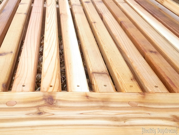 Gorgeous Cedar Tailgate Bench Tutorial... with FREE building plans! {Reality Daydream}