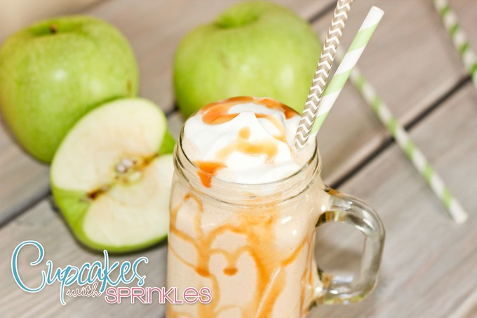 Oooo this Caramel Apple Shake Recipe looks soooo yummy!