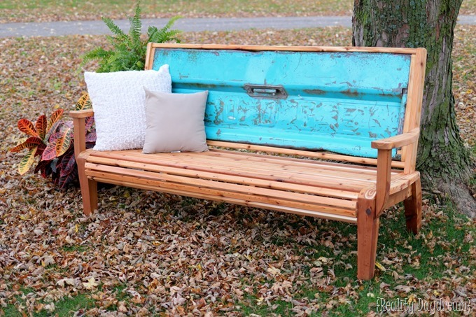 Unique and DETAILED cedar Tailgate Bench tutorial ...and FREE building plans.
