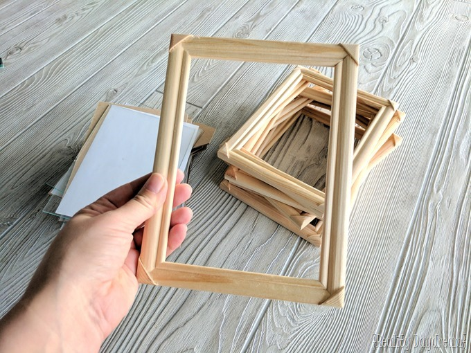 Use a stack of cheap frames to make this inexpensive (yet BRILLIANT) menu meal-planning project! {Reality Daydream}