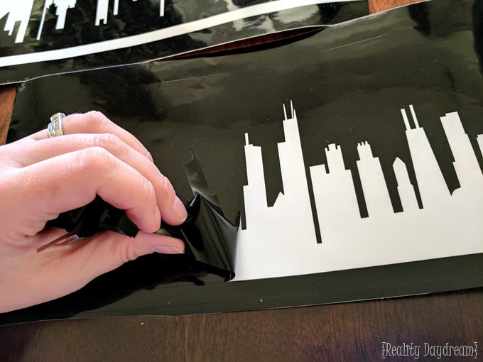 Use vinyl as a stencil to etch a skyline (Chigaco!) onto wine glasses #stemware {Reality Daydream}