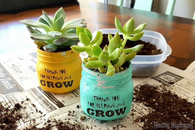 Super Cute Teacher Appreciation Gift Idea using succulents & Thank you for helping me GROW!u0027 Teacher Gift Idea | Reality Daydream