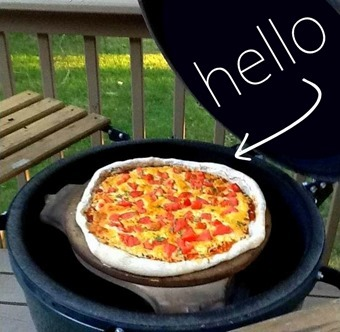 Cook your pizza on the grill! And we've got a homemade pizza dough recipe for ya too! {Reality Daydream}