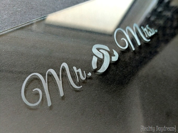 Acid etch the glass on a picture frame to make a gorgeous personalized wedding gift! {Reality Daydream}