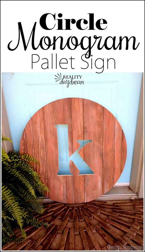 Circle Monogram Pallet Sign for indoors or outdoors. Makes for cute art for patio or porch! {Reality Daydream}