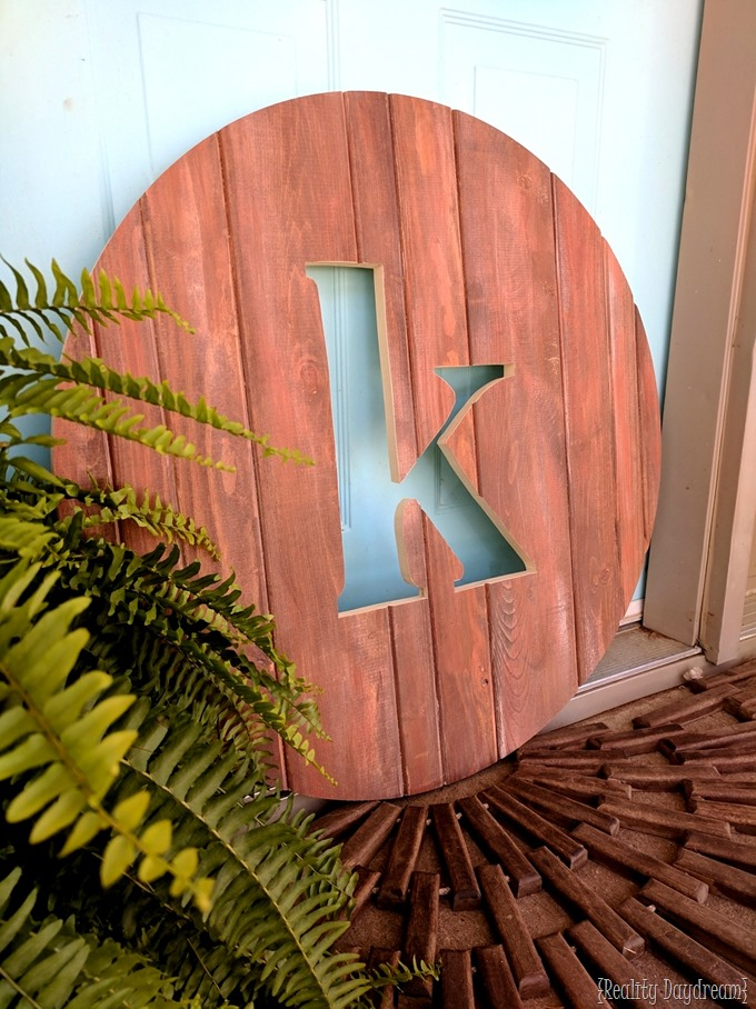 Round Monogram Pallet sign using a circle jig and scroll saw! {Reality Daydream}