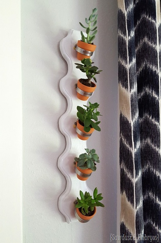 Simple vertical succulent planter - part of a Living Wall Garden Roundup by Reality Daydream!