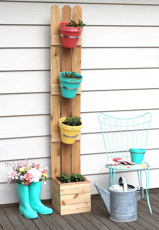 Simple verticle planter for herbs and spices! Part of a Living Wall Roundup by Reality Daydream}