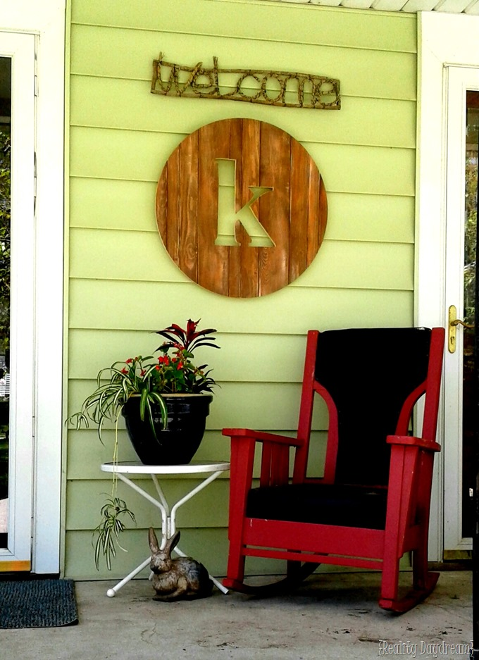 Using a Circle Jig to make a Monogram Round out of pallet wood or pine {Reality Daydream}