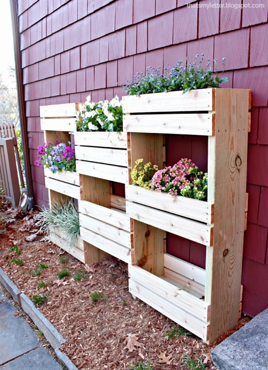 Vertical Planter Build by 'That's My Letter' - Living Wall Roundup! {Reality Daydream}