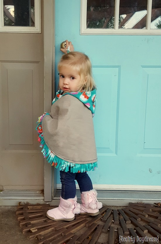 Hooded Carseat Poncho or 'wrap' to keep littles warm in the car... and just generally look CUTE {Reality Daydream}