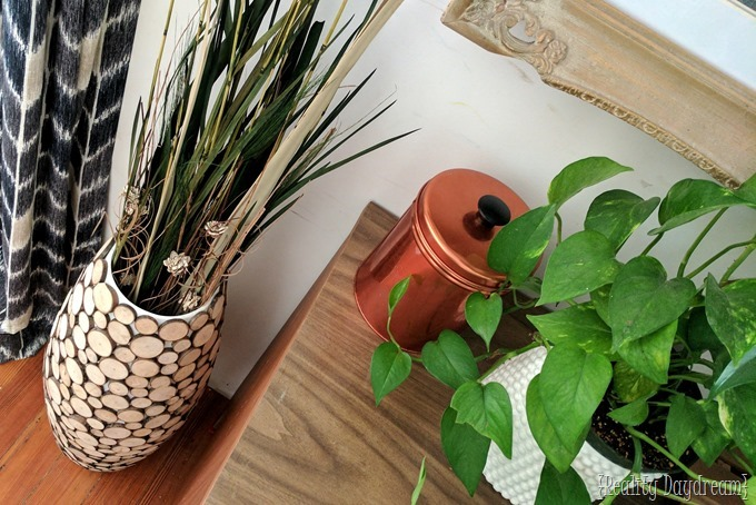 Make this DIY Floor Vase with Wood Slices from fallen branches in your yard! {Reality Daydream}