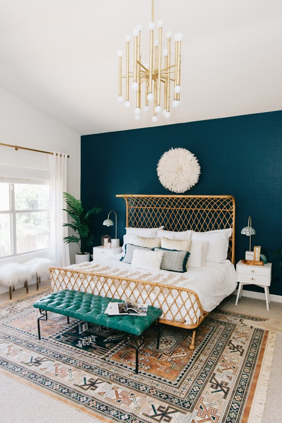 Moody accent wall painted dark - so pretty! Via Ave Styles