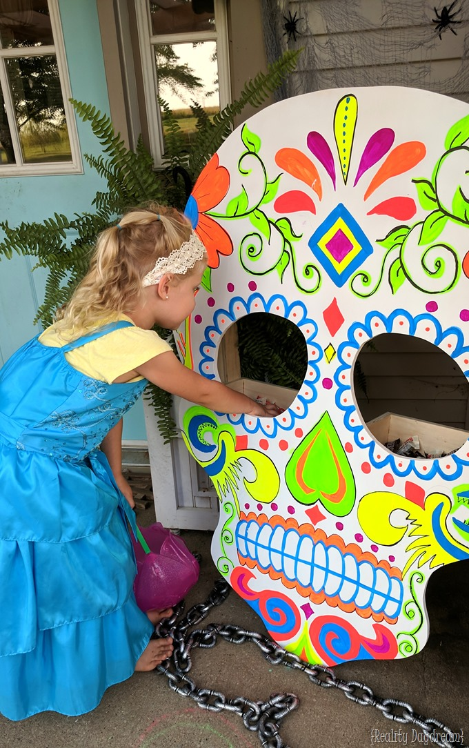 make this sugar skull that holds trick or treat candy for halloween reality daydream