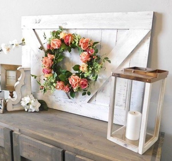 Farmhouse Wall Decor - looks like a small barn door! Easy DIY Woodworking Project {Handmade Haven}