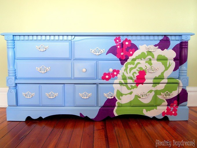 Paint a PERFECT design (or anything!) onto furniture ...using an overhead projector! {Reality Daydream}