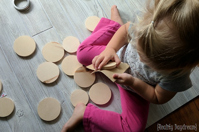 Sanding circles for DIY Cactus Coasters {Reality Daydream}