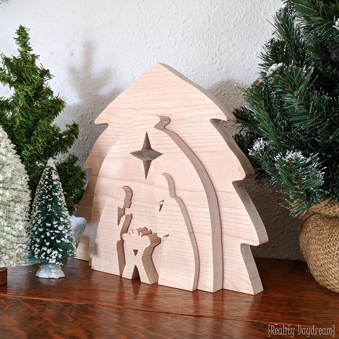 DIY Wooden Christmas Nativity Puzzle Decor using this free scroll saw pattern! {Reality Daydream}