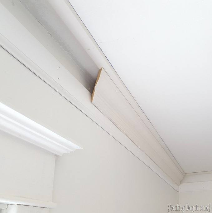 How to install super chunky crown molding {Reality Daydream}