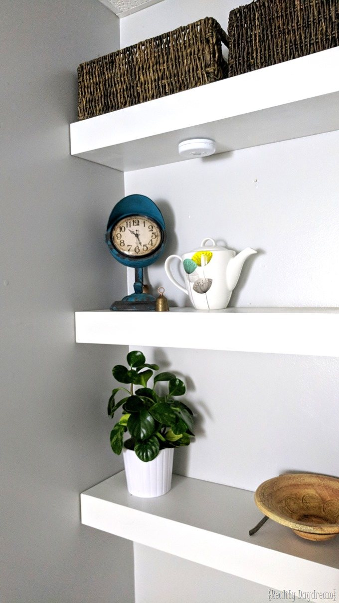 How to make floating shelves for the wall behind your toilet #bathroom #shelving #shelf {Reality Daydream}